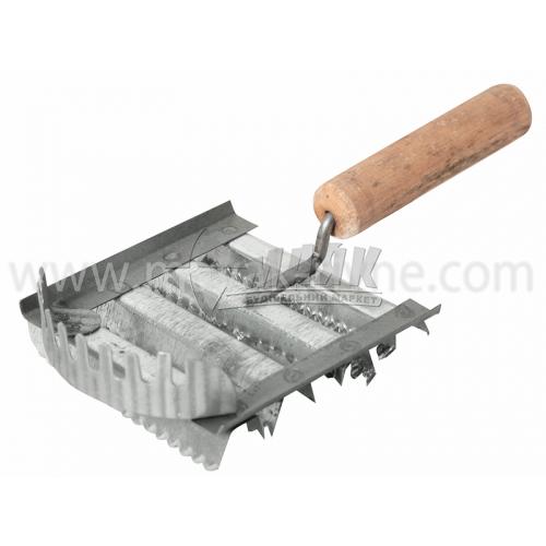 Скребниця металева господарська з дерев'яною ручкою